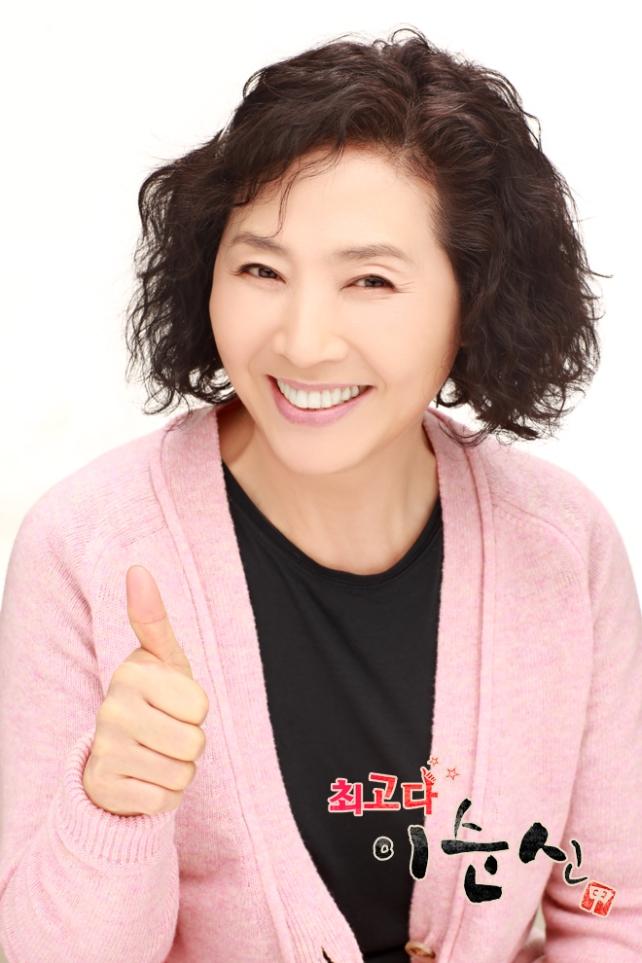 Go Dooshim as Soon Shin's mother