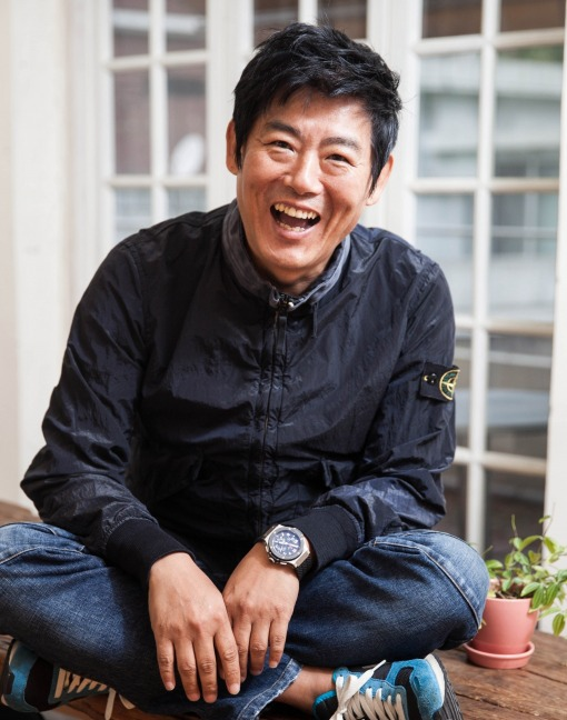 Sung Dong il as Park Soo Kyung