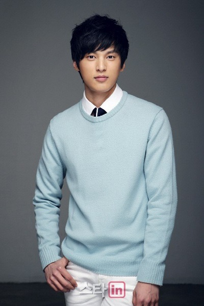 Yoon Sunwoo as Wang Won